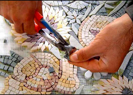 Инструменты для обработки стеклянной мозаики.